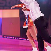 NLD/Hilversum/20110204 - 2e Liveshow Sterren Dansen op het IJs 2011, Jenny Smit en schaatspartner Ryan Schollert