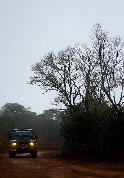 Alto Caparao_MG, Brasil...Jipe na estrada de terra no Parque Nacional do Caparao...The jeep in the land road in the National Park of Caparao...Foto: BRUNO MAGALHAES / NITRO