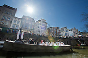 Op de Oudegracht in Utrecht wordt tijdens de Culturele Zondag een scène gespelen uit de opera Orfeo ed Euridice door de Utrechtse Spelen. De voorstelling is het officiële startschot voor de campagne van de gemeente Utrecht om in 2018 de Europese Culturele Hoofdstad te zijn. Het optreden van de halfgod Orfeo en zijn gestorven geliefde Euridice  wordt vertolkt door countertenor Gary Boyce en sopraan Stefanie True.<br /> <br /> The Utrechtse Spelen are performing an act of Orfeo ed Euridice at the Oudegracht in Utrecht. The performance is the start of the campaign of Utrecht to be the European cultural capital in 2018. The play of half god Orfeo and his deceased love Euridice is acted by counter tenor Gary Boyce and soprano Stefanie True.