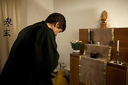 A Associação Zen Budista do Rio Grande do Sul, Via Zen, foi fundada em 14 de Janeiro de 1996 com o objetivo de estudar e difundir o Darma (ensinamento) Budista e desenvolver uma prática baseada na Escola Soto-Zen, fundada no Japão no século XIII pelo Mestre Dogen. Entre os profissionais que atendem no Via Zen com Psicoterapia, Rosangela Shyüden Bandeira, é discípula leiga do Mestre Zen Japonês Moriyama Roshi, e o acompanhou nas oficinas desde 2000, tendo sido responsável, sob sua supervisão, pelos últimos grupos de Zen-Shiatsu desenvolvidos no período em que ele ainda residia em Porto Alegre. FOTO: Lucas Uebel/Preview.com