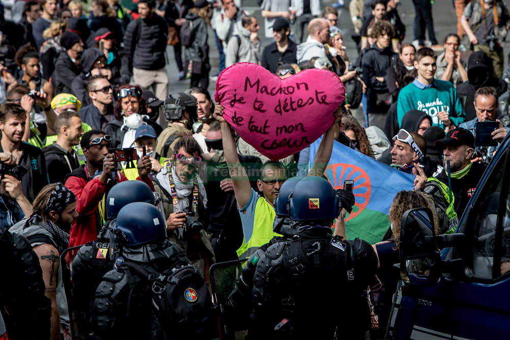 May 25, 2019 - Paris 8th (8th Arrondissement Of, Ile-de-France (region, France - For this 28th Saturday of the ''yellow vests'', Paris was the epicenter of the mobilization, but was the weakest mobilization since the beginning of the movement (Credit Image: © Sadak Souici/Le Pictorium Agency via ZUMA Press)