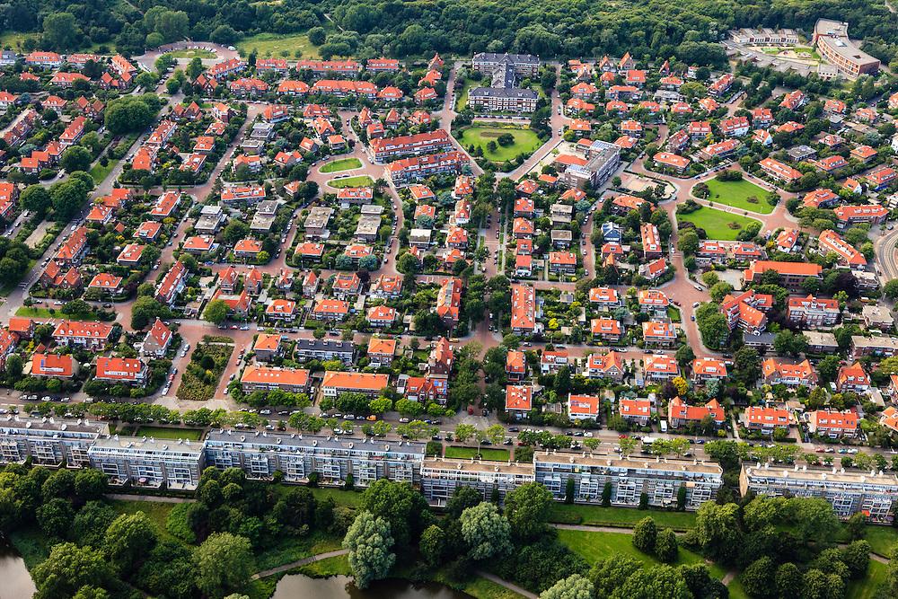 Nederland, Zuid-Holland, Den Haag, 15-07-2012; Sportlaan met flats uit de wederopbouw periode. Boven in beeld de Vogelwijk, de Patrijslaan richting Fazantplein..Aan weerszijden van de Sportlaan de 'Atlantikwall strook'. In dit gebied is tijdens de Tweede Wereldoorlog de bevolking geëvacueerd en de bebouwing ontruimd en/of gesloopt ivm aanleg tankgracht. .On both sides of the Sportlaan the Atlantic Wall strip. During the Second World War, the population of this area was evacuated and some of the buildings were demolished in order to build a antitank ditch. Post-war reconstruction appartment buildings...QQQ.luchtfoto (toeslag), aerial photo (additional fee required).foto/photo Siebe Swart