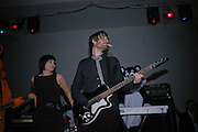 ALEX JAMES, Art Plus Music party. Fundraiser for the Whitechapel. 30 March 2006. ONE TIME USE ONLY - DO NOT ARCHIVE  © Copyright Photograph by Dafydd Jones 66 Stockwell Park Rd. London SW9 0DA Tel 020 7733 0108 www.dafjones.com
