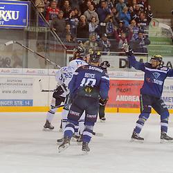 Torjubel zum 2:1 durch 10 Darryl Boyce (Stuermer ERC Ingolstadt), <br /> 19 Danny Irmen (Stuermer ERC Ingolstadt), 55 Ryan Button (Spieler Iserlohn Roosters), 58 Christopher Fischer (Spieler Iserlohn Roosters), 81 Bradley Ross (Spieler Iserlohn Roosters) beim Spiel in der DEL, ERC Ingolstadt (blau) -  Iserlohn Roosters (weiss).<br /> <br /> Foto © PIX-Sportfotos *** Foto ist honorarpflichtig! *** Auf Anfrage in hoeherer Qualitaet/Aufloesung. Belegexemplar erbeten. Veroeffentlichung ausschliesslich fuer journalistisch-publizistische Zwecke. For editorial use only.