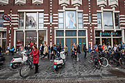 De winkels van C&A en Primark aan het Damrak in Amsterdam. Vooral Primark staat onder druk om de omstandigheden waar de kleren worden gemaakt te verbeteren.<br /> <br /> Shops of C&A and Primark at the Damrak in Amsterdam. Especially Primark is known for bad labour conditions for the workers in the garment industry.