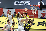 Basketball: Deutschland, 1. Bundesliga, Hamburg Towers -  EWE Baskets Oldenburg, Hamburg, 14.04.2021<br /> Justus Hollatz (Towers, l.) - Martin Breunig (Oldenburg)<br /> © Torsten Helmke