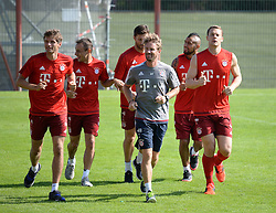23.08.2015, Saebener Strasse, Muenchen, GER, 1. FBL, FC Bayern Muenchen, Training, im Bild vl. Thomas Mueller ( FC Bayern Muenchen ), Rafinha ( FC Bayern Muenchen ), Xabi Alonso ( FC Bayern Muenchen ), Arturo Vidal ( FC Bayern Muenchen ) und Manuel Neuer ( FC Bayern Muenchen )  //  during a Trainingssession of German Bundesliga Club FC Bayern Munich at the Saebener Strasse in Muenchen, Germany on 2015/08/23. EXPA Pictures © 2015, PhotoCredit: EXPA/ Eibner-Pressefoto/ Vallejos<br /> <br /> *****ATTENTION - OUT of GER*****
