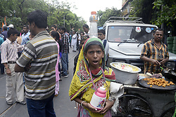 April 29, 2017 - Kolkata, West Bengal, India - The temperature reached to near 38 degree centigrade, report state that heat wave affect the West Bengal region along with others parts of India. (Credit Image: © Saikat Paul/Pacific Press via ZUMA Wire)