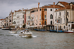 THEMENBILD - Boote am Canal Grande mit den Häuserfronten, aufgenommen am 04. Oktober 2019 in Venedig, Italien // Boats at the Canal Grande with the house fronts in Venice, Italy on 2019/10/04. EXPA Pictures © 2019, PhotoCredit: EXPA/ JFK