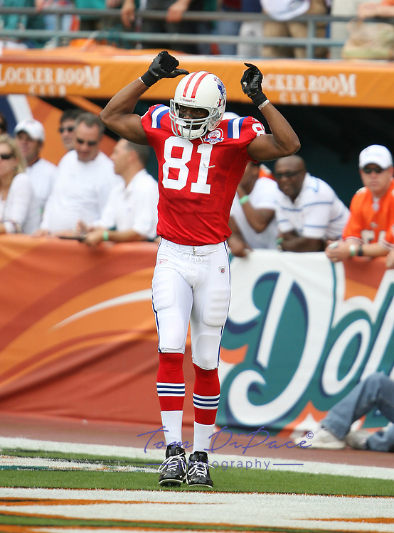 New England Randy Moss plays in a game against the Miami Dolphins.<br /> (Tom DiPace)