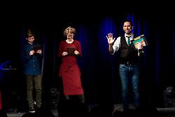 """21.11.2016, Schubert Theater, Wien, AUT, Zaubershow, Die Ehrlichen Betrüger - Catch Us If You Can, im Bild v.l. zwei Zuschauer und Philipp Tawfik // during the magic show """"Die Ehrlichen Betrüger - Catch Us If You Can"""" at the Schubert Theater, Vienna, Austria on 2016/11/21, EXPA Pictures © 2016, PhotoCredit: EXPA/ Sebastian Pucher"""