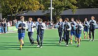 GROENEKAN - Warmlopen van de spelers van hockeyclub Voordaan voor  de hoofdklasse hockeywedstrijd tussen de mannen van Voordaan en Bloemendaal (3-7). FOTO KOEN SUYK