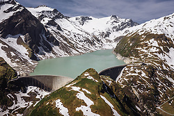 THEMENBILD - Staumauer am Stausee Mooserboden im Hochgebirge, aufgenommen am 14. Juni 2019 in Kaprun, Österreich // Dam wall at the Mooserboden reservoir in the high mountains , Kaprun, Austria on 2018/06/14. EXPA Pictures © 2018, PhotoCredit: EXPA/ JFK