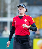 LAREN - Hockey - Hoofklasse competitie dames . Laren-Den Bosch (1-2). Scheidsrechter Caroline Brunekreef.  COPYRIGHT KOEN SUYK