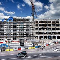 Nederland, Amsterdam, 17 mei 2016.<br /> Canadese warenhuisketen Hudson's Bay opent twintig warenhuizen in Nederland.<br /> Daarvoor zijn 2500 winkelmedewerkers nodig en eenzelfde aantal in de bouw.<br /> Aan de Amsterdamse Rokin verrijst een nieuw winkelpand, oorspronkelijk gepland voor een andere keten, waar straks de 'flagshipstore' van hudson's Bay in komt.<br /> <br /> <br /> Foto: Jean-Pierre Jans