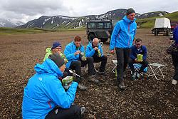 09-07-2014 ISL: Iceland Diabetes Challenge Dag 5, Emstrur<br /> Van Alftavatn naar Emstrur / Alftavatn een prachtige locatie om een nachtje te blijven. Andre Feenstra, Tjebbe Bosma, Annet de Leeuw-den Boer, Bas van de Goor