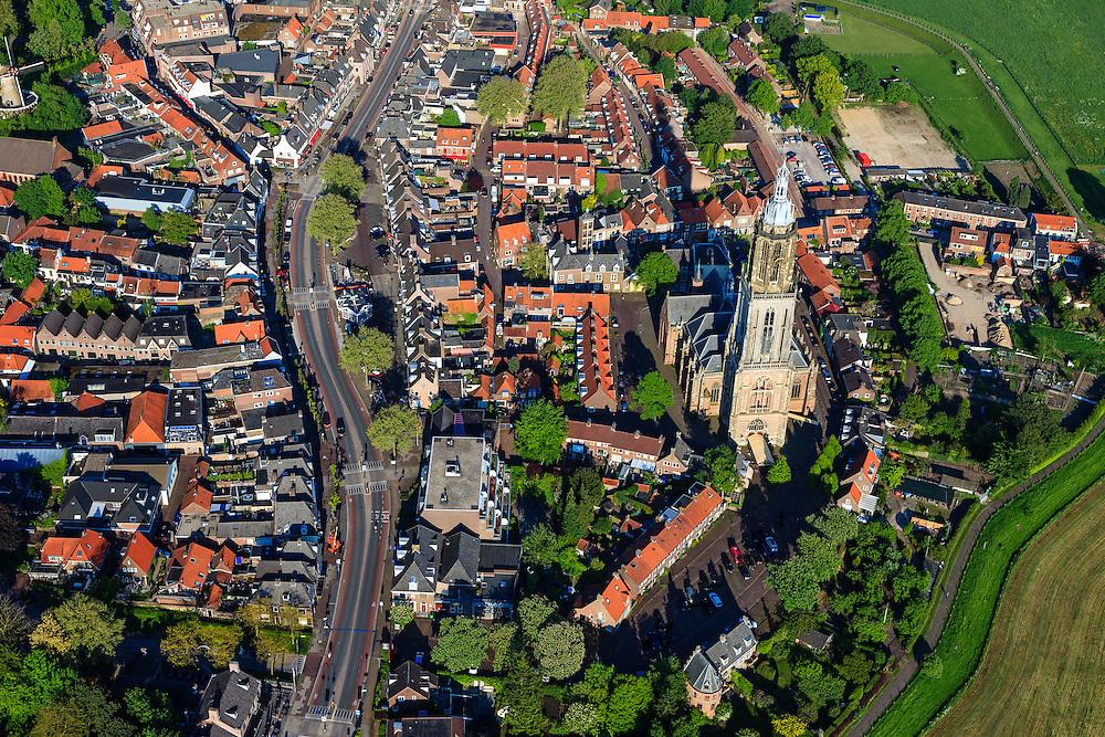 Nederland, Utrecht, Rhenen, 27-05-2013; het centrum van de stad is tijdens de Tweede wereldoorlog grotendeels verwoest (Slag bij de Grebbeberg, mei 1940), herbouw van de dorpskern werd reeds gestart in de jaren veertig (jaren '40). Boven in beeld de Neder-rijn.<br /> In het centrum de Cunerakerk en Cuneratoren. <br /> Klassiek voorbeeld van wederopbouw, de oorspronkelijke stedenbouwkundige structuur is gehandhaafd. <br /> Center of Rhenen was destroyed in May 1940 ( World War II), and restored with classic and exemplary example of reconstruction, while the original urban structure has been maintained.<br /> luchtfoto (toeslag op standard tarieven)<br /> aerial photo (additional fee required)<br /> copyright foto/photo Siebe Swart