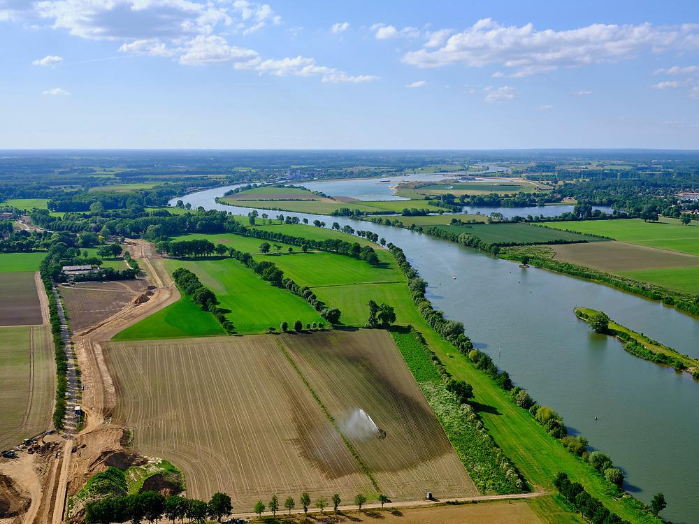 Nederland, Limburg, Gemeente Venray; 27-05-2020; rivier de Maas ter hoogte van Geijsteren, gezien vanaf Wanssum. Akkers worden gesproeid.<br /> River Meuse near Geijsteren, seen from Wanssum. Fields are irrigated.<br /> <br /> luchtfoto (toeslag op standard tarieven);<br /> aerial photo (additional fee required)<br /> copyright © 2020 foto/photo Siebe Swart