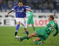 Fotball, 25. november 2004, UEFA-Cup FC Schalke 04 - Ferencvaros Budapest<br /> v.l. LINCOLN Schalke, Gabor GYEPES