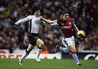 Photo: Rich Eaton.<br /> <br /> Aston Villa v Manchester United. The Barclays Premiership. 23/12/2006. Gareth Barry right of Villa holds Man Uniteds Ji-Sung Park at bay