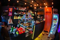 Josephyna's Bar que tem a cultura pet fiendly, que aceita a presença de pets. O nome do bar é uma homenagem a cadelinha Galgo Josephyna's, na foto com os sócios Arthur dos Reis(E) e João Martins. FOTO: Marcos Nagelstein/ Agência Preview