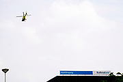 Nederland, Nijmegen, 23-5-2018 Traumahelikopter stijgt op van het helidek op het Radboudumc. Spoedgeval. EHBO, ongeluk,verkeersongeluk, Gezondheidszorg. Foto: Flip Franssen