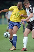 Fotball<br /> Privatlandskamp<br /> Tyskland v Brasil<br /> Berlin<br /> 8. september 2004<br /> Foto: Digitalsport<br /> NORWAY ONLY<br /> ADRIANO (BRA) / ROBERT HUTH (GER)