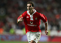 LISBOA 17 OCTOBER  2004: PETIT #6 runs in the direction of the assistant referee Luis tavares, after the invalidation of is goal , in the, 6¼ leg of the Super Liga, season 2004/2005, match SL Benfica v  FC Porto, held in Luz stadium, 17/10/2004  19:45<br />(PHOTO BY: NUNO ALEGRIA / AFCD)