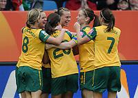 Fotball<br /> VM kvinner 2011 Tyskland<br /> Australia v Ekvatorial-Guinea<br /> 03.07.2011<br /> Foto: Witters/Digitalsport<br /> NORWAY ONLY<br /> <br /> 2:1 Jubel v.l. Elise Kellond-Knight, Samantha Kerr, Emily van Egmond, Collette McCallum, Heather Garriock (Australien)<br /> Frauenfussball WM 2011 in Deutschland, Australien - Aequatorial-Guinea 3:2