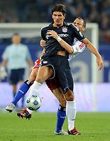 Fotball<br /> Tyskland<br /> Foto: Witters/Digitalsport<br /> NORWAY ONLY<br /> <br /> 26.09.2009<br /> <br /> v.l. Mario Gomez, David Rozehnal HSV<br /> <br /> Bundesliga Hamburger SV - FC Bayern München 1:0