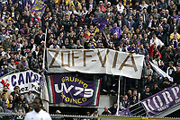 Livorno 17-4-05<br />Livorno Fiorentina Campionato serie A 2004-05<br />nella  foto i tifosi della fiorentina contestano Zoff<br />Foto Snapshot / Graffiti