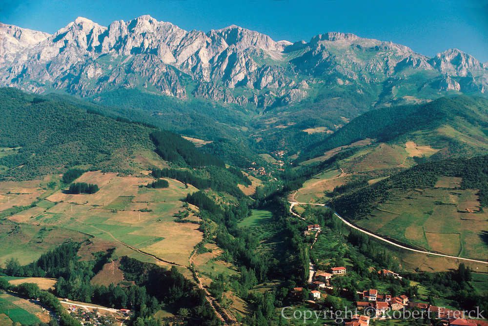 SPAIN, NORTH COAST, ASTURIAS Cantabrian Mountains and the 'Picos de Europa' near Potes; a favorite destination for hikers and climbers