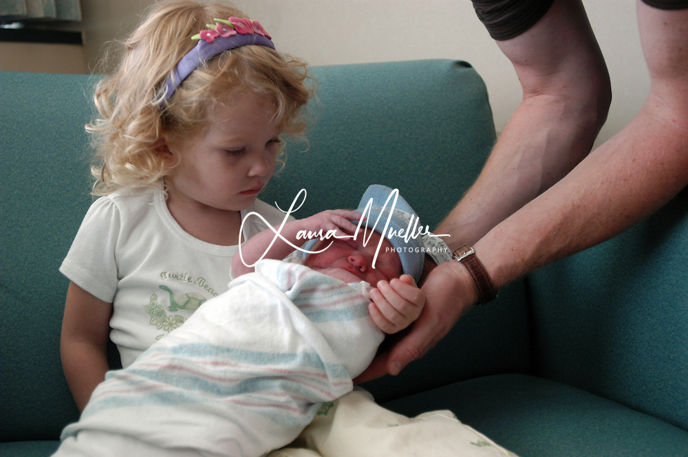 8/18/05  Lake Norman Regional Medical Center, Mooresville, NC. Peter, Sarah, Kate and baby Trey, just born. © Laura Mueller