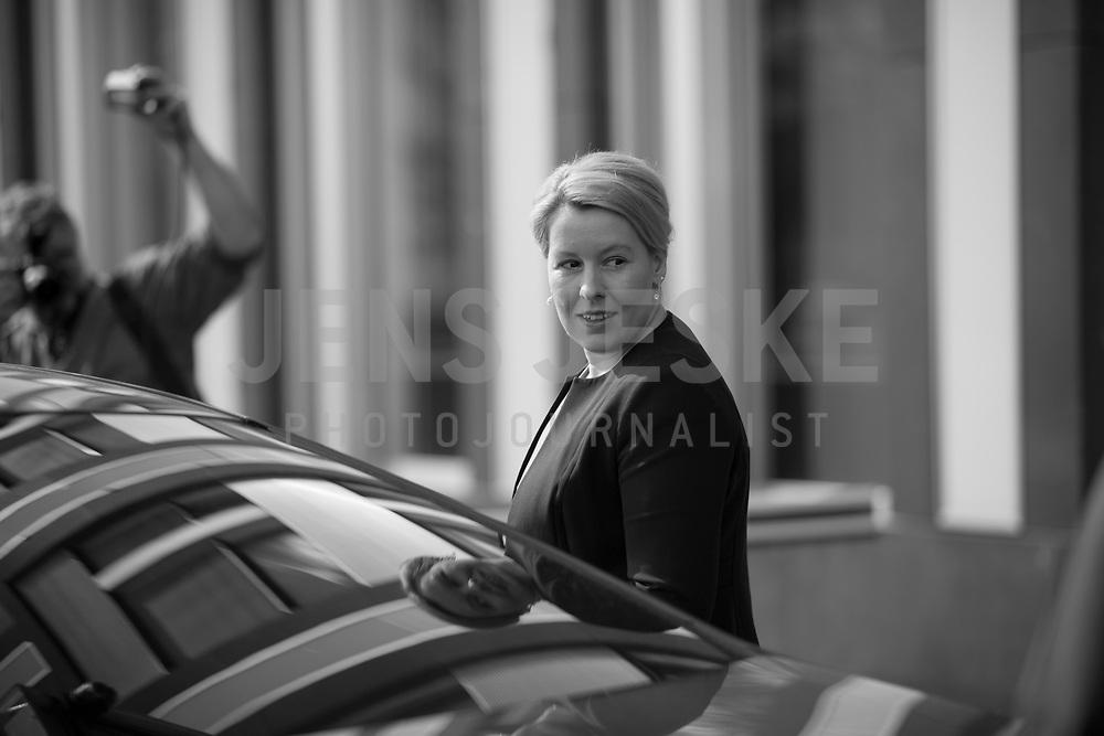 DEU, Deutschland, Germany, Berlin, 09.04.2020: Bundesfamilienministerin Dr. Franziska Giffey (SPD) in der Bundespressekonferenz zur Unterrichtung der Bundesregierung zur Bekämpfung des Coronavirus (Covid-19).