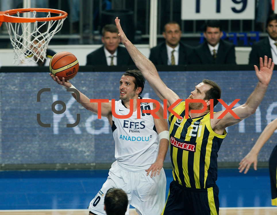 Efes Pilsen's Kerem TUNCERI (L) and Fenerbahce's Oguz SAVAS (R) during their Turkish Basketball Legague Play-Off semi final second match Efes Pilsen between Fenerbahce at the Sinan Erdem Arena in Istanbul Turkey on Friday 27 May 2011. Photo by TURKPIX