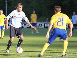 FODBOLD: Mads Skovby Hansen (Helsingør) og Thomas Rasmussen (Brøndby) under opvisningskampen mellem Elite 3000 Helsingør og Brøndby IF den 16. juni 2010 på Helsingør Stadion. Foto: Claus Birch