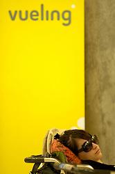 19.04.2010, Flughafen Barajas, Madrid, ESP, Flughafen Madrid Barajas im Bild eine schlafende Passagierin, Auch in Spanien kommte es durhc den Vulkanausbruch in Island zu grossen Verzögerungen, EXPA Pictures © 2010, PhotoCredit: EXPA/ Alterphotos/ ALFAQUI/ R. Perez / SPORTIDA PHOTO AGENCY
