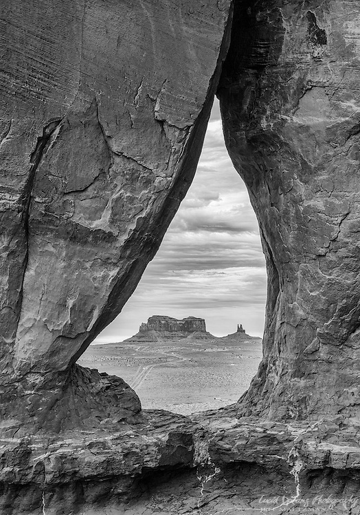 Teardrop Arch in Monument Valley, Utah