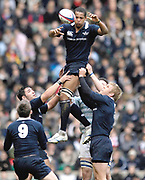 Twickenham. GREAT BRITAIN, James JONES at the back of the line out, passes the ball down, during the 2006 Varsity Rugby Match at Twickenham Stadium, England 12.12.2006. [Photo, Peter Spurrier/Intersport-images] Sponsor, Lehman Brothers,