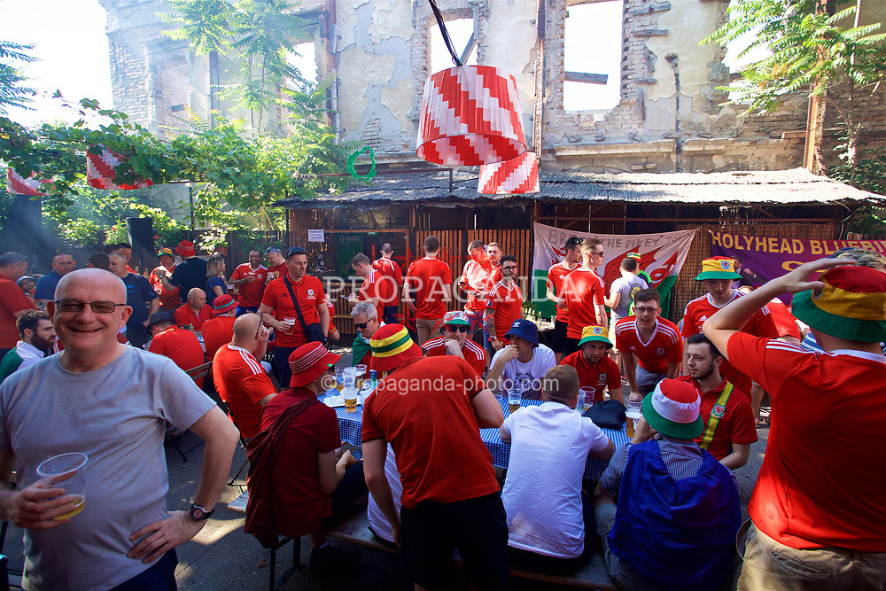 BELGRADE, SERBIA - Sunday, June 11, 2017: Wales supporters in Belgrade ahead of the 2018 FIFA World Cup Qualifying Group D match against Serbia. (Pic by David Rawcliffe/Propaganda)