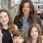 NLD/Rotterdam/20150315 - Premiere Cinderella, Amanda Beekman en kinderen