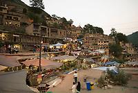 Iran, Masuleh, 19.08.2016: Das terassenförmig angelegte Bergdorf Masuleh, Provinz Gilan, Nord-Iran. Rooftop village Masouleh.