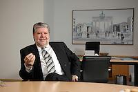 08 JAN 2007, BERLIN/GERMANY:<br /> Kurt Beck, SPD Parteivorsitzender und Ministerpraesident Rheinland-Pfalz, waehrend einem Interview, in seinem Buero, Willy-Brandt-Haus<br /> Kurt Beck, Party Leader of the Social Democratic Party, during an interview, in his office, Willy-Brandt-Haus<br /> IMAGE: 20070108-01-063<br /> KEYWORDS: Ministerpräsident