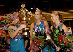 08-10-2006 VOLLEYBAL: SUPERCUP DELA MARTINUS - PLANTINA LONGA: DOETINCHEM<br /> Martinus wint vrij eenvoudig met 3-0 van Longa en pakt de Supercup / Manon Flier en Debby Stam<br /> ©2006: WWW.FOTOHOOGENDOORN.NL