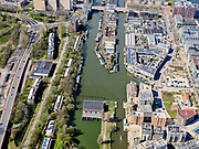Nederland, Noord-Holland, Amsterdam; 16-04-2021; voormalig Oostelijk Havengebied, Zeeburg. Lozingsknaal en Nieuwe vaart (rechts). Gemaal Zeeburg en Cruquiusgebied of Cruquiuseiland.<br /> Former Eastern Docklands, Zeeburg. Lozingskanaal and Nieuwevaart (right). Zeeburg pumping station and Cruquius area or Cruquius island.<br /> luchtfoto (toeslag op standard tarieven);<br /> aerial photo (additional fee required)<br /> copyright © 2021 foto/photo Siebe Swart