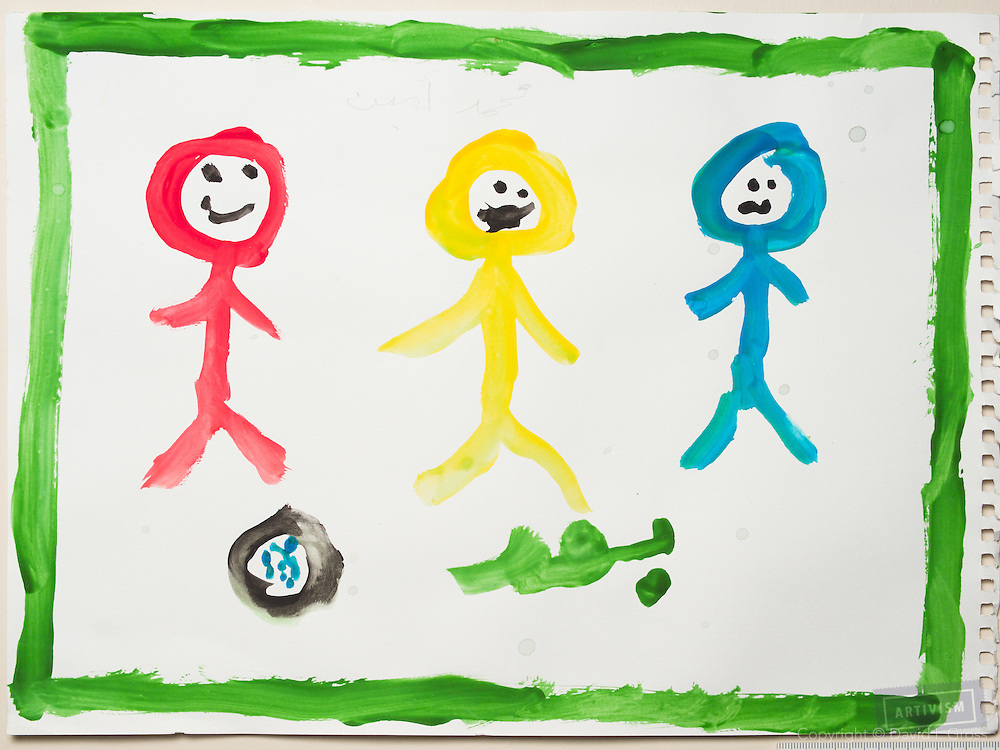 After the war: people are mostly happy again. Drawing by a 10 year old Syrian boy. (Topic for session: draw your impression of life before, during and after the war.)
