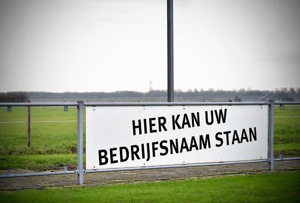 Nederland, Leuth, 28-4-2018Een reclamebord langs het voetbalveld vraagt om een sponsor.Foto: Flip Franssen