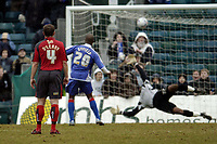 Photo: Olly Greenwood.<br />Gillingham v Swansea City. Coca Cola League 1. 25/03/2006. Gillingham's Darren Byfield scores from the penalty spot.