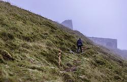 THEMENBILD - eine Wanderin auf einem Bergwanderweg im Nebel, aufgenommen am 10. August 2018 in Kaprun, Österreich // a hiker on a mountain hiking path in the fog, Kaprun, Austria on 2018/08/10. EXPA Pictures © 2018, PhotoCredit: EXPA/ JFK