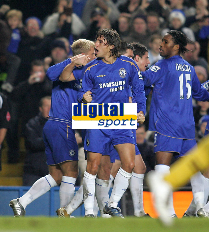 Photo: Lee Earle.<br /> Chelsea v Wigan Athletic. The Barclays Premiership.<br /> 10/12/2005. Chelsea players congratulate John Terry after he scored their opening goal. Hernan Crespo joins in the celebrations after John Terry's goal won them the game.